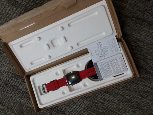 ในกล่องมีแค่ ตัว Pebble Time, สายชาร์จ และคู่มือ