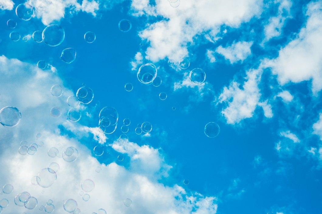 Imagen gratis de muchas burbujas sobre un cielo azul