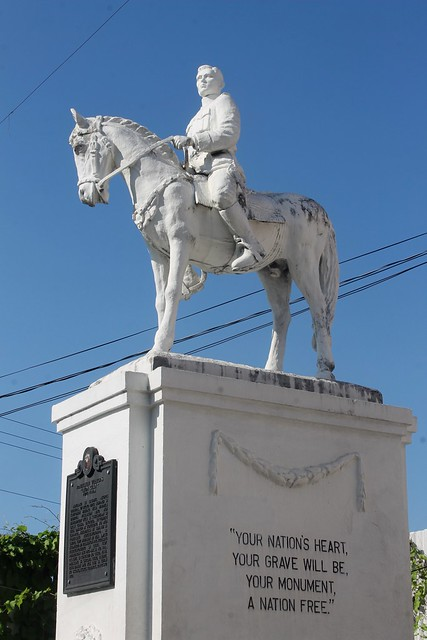 Leon Kilat Statue