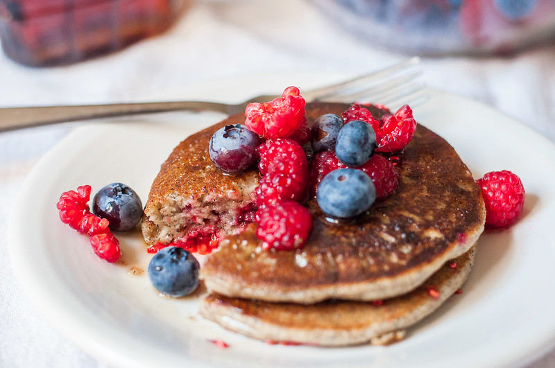 Gluten-free summer berry pancakes (+ other summer produce recipe ideas)