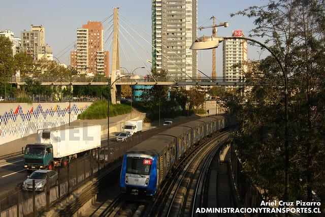 Metro de Santiago - Alstom NS2004 - Santa Ana / Los Héroes (L2)