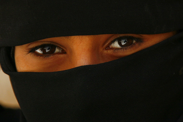 Veiled girl's eyes - Yemen اليمن