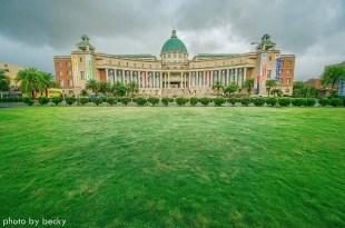 【台中】。藤架上的浪漫~雨中的校園阿勃勒『亞洲大學』