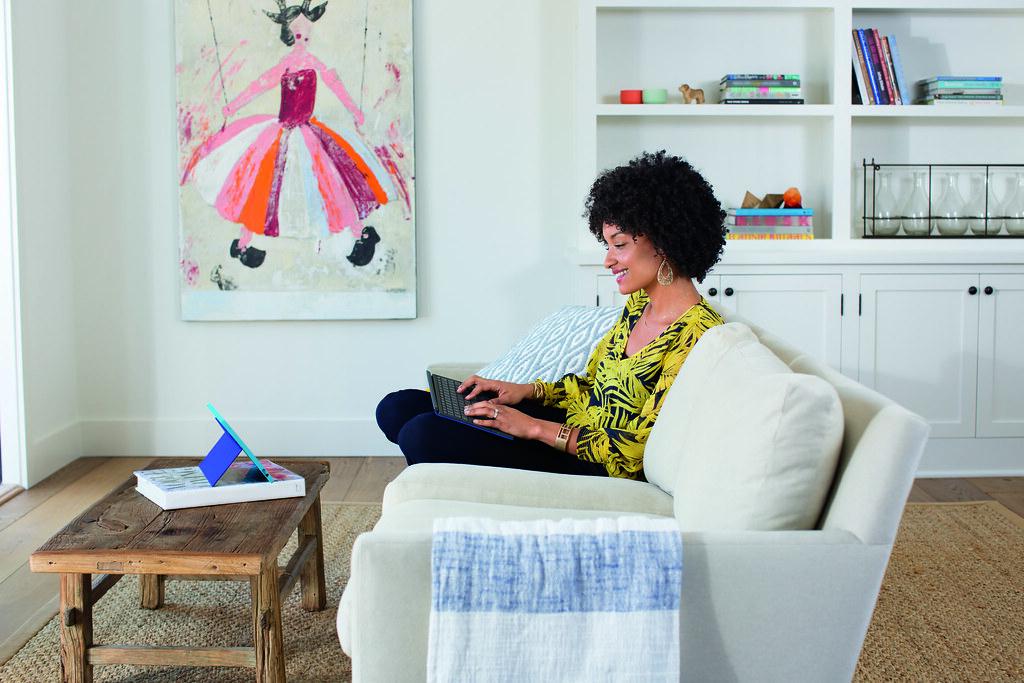 Knus en comfortabel met je iPad werken vanuit de luie zetel dankzij de Logi BLOK Keyboard Case