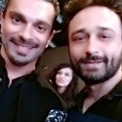 Karan Bhai Ki Smile to Dekho Aaj :v ;) LIVE : Twitter.com/JaeyGajeraIndia #KaranGrover #JaeyGajera #Bollywood #KaranSinghGrover.