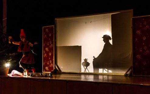 Vorweihnachtliches Schattentheater