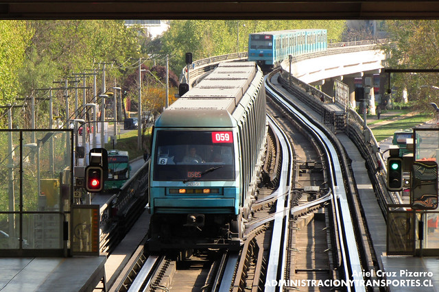 Metro de Santiago - Alstom NS93 N2059 - Las Parcelas (L5)