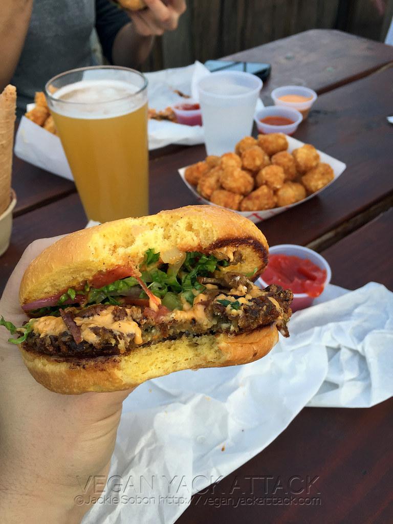 Arlo's - Austin TX - Bacon Cheezeburger Vegan