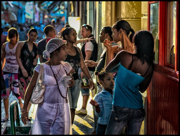 Passing Conversation - Havana - 2013