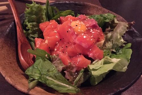 アボカドとユッケのサラダ
