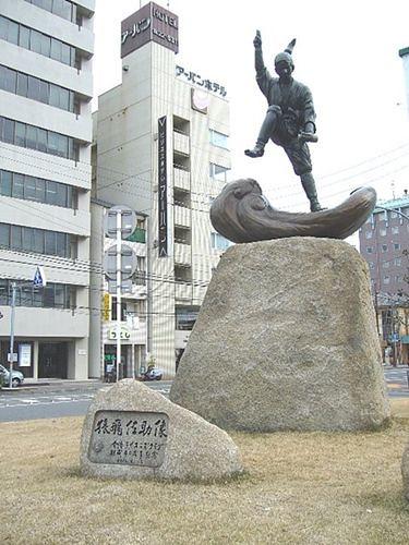 Sarutobi-Sasuke_statue_Imabari-compressor