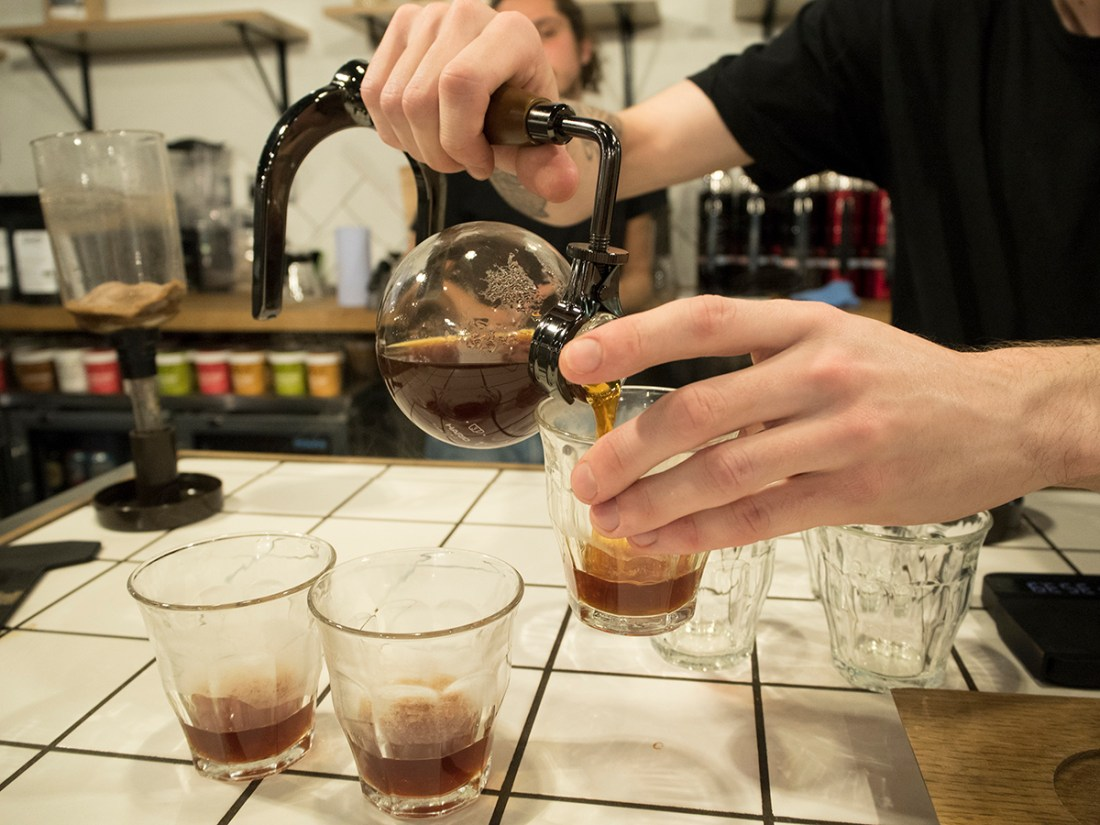 pouring-syphon-coffee-thermos-event