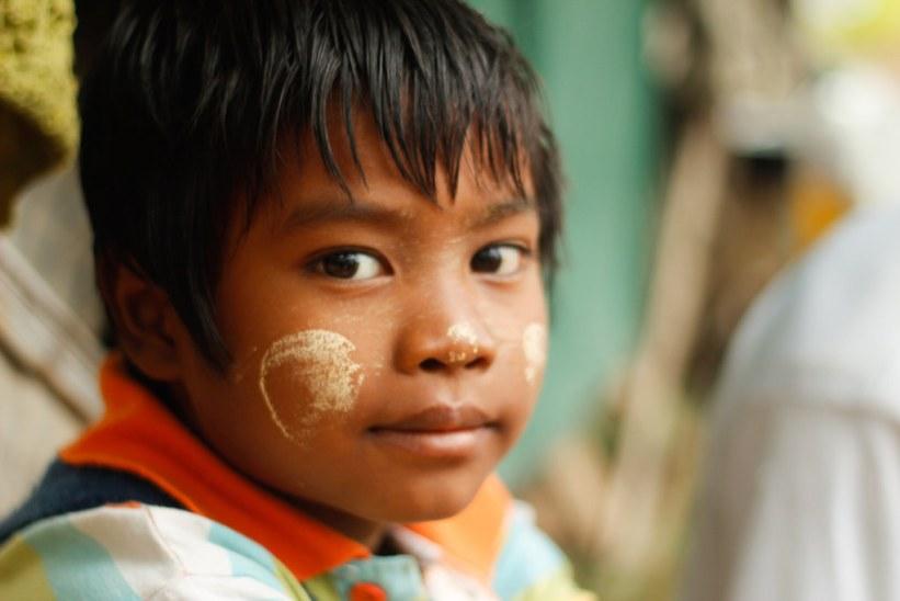 Sød dreng i Bagan, Burma