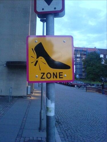 Århus Festuge, stiletto warning sign