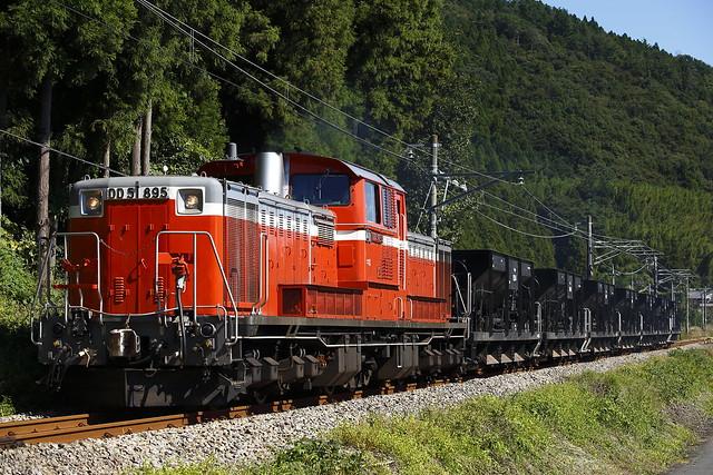 DD51-895 + Hopper car Type800