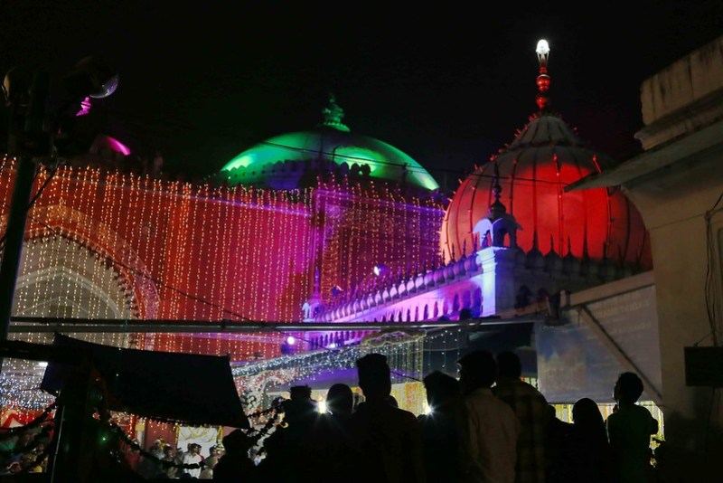 Photo Essay - The Night of the Lights, Hazrat Nizamuddin Auliya's Dargah