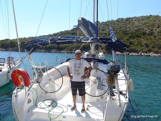 Skipper mit Boot, Segeln