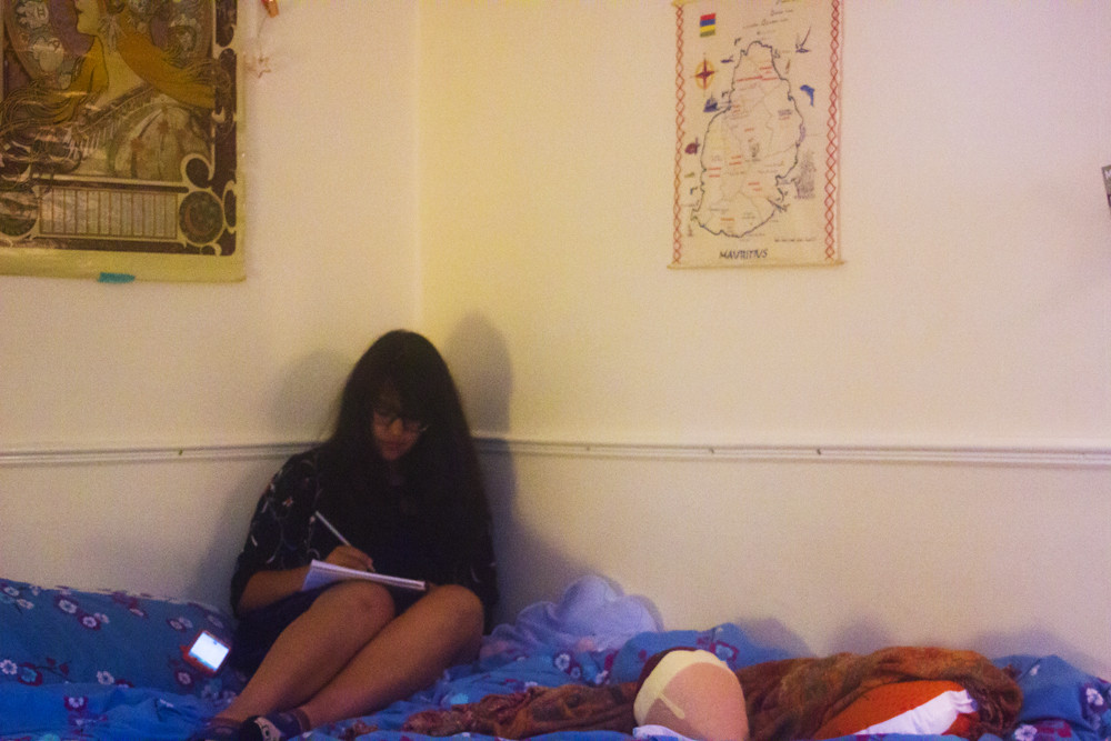 writing, notepad, pen and paper, bedroom, laila, bed, journal, journalism, article, want to write