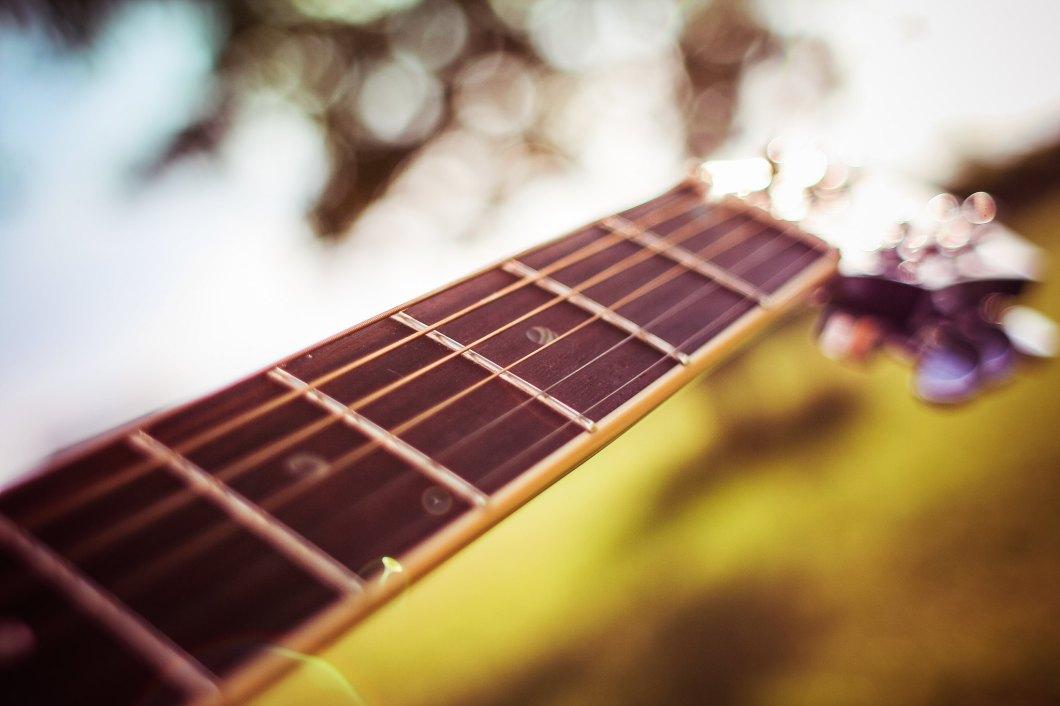Imagen gratis del detalle de las cuerdas de una guitarra