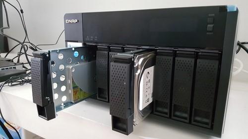 ใส่ทั้ง SSD เป็น Cache Acceleration และ HDD เป็นเนื้อที่เก็บข้อมูล