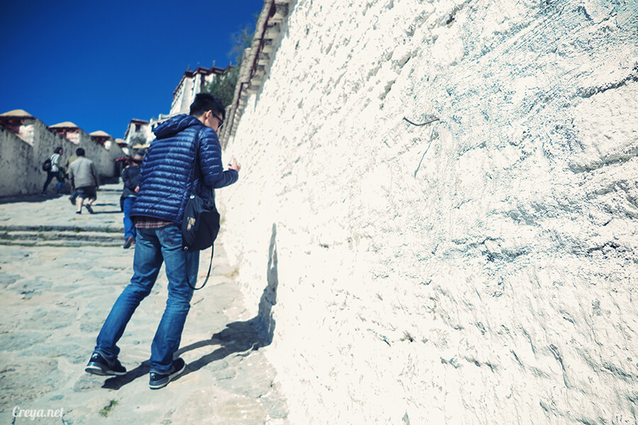 2015.12.04| Tibet 西藏踢北去 | 藏人的精神殿堂布達拉宮,但或許不只我們高山反應沒精神…12.jpg
