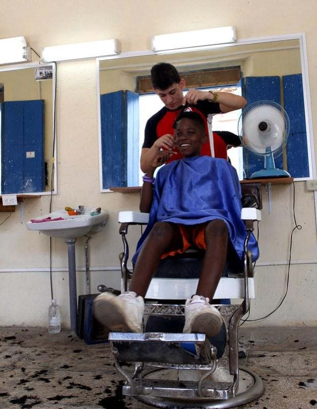 Haircut, Remedois, Cuba