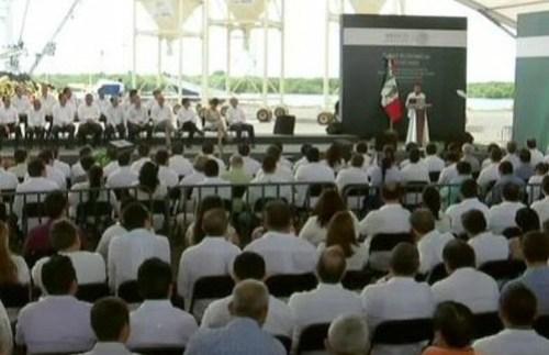 Peña firma iniciativa sobre zonas económicas especialeseña