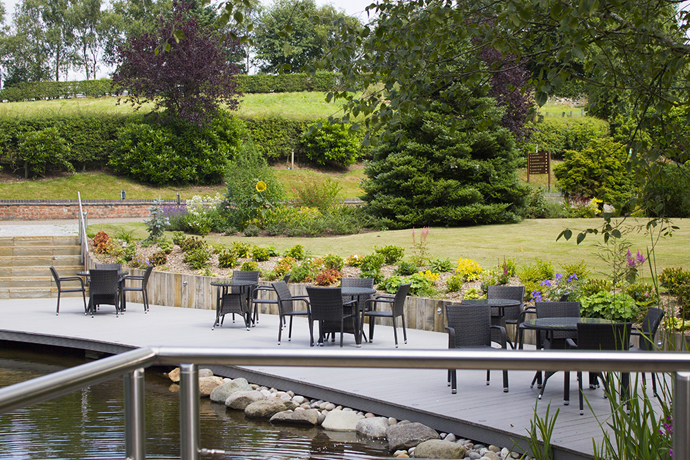 moddershall-oaks-spa-outdoor-space