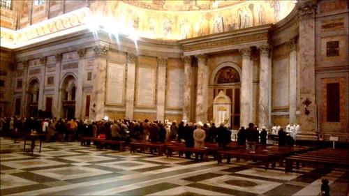 Misa dentro de la Basilica Papale San Paolo fuori le Mura