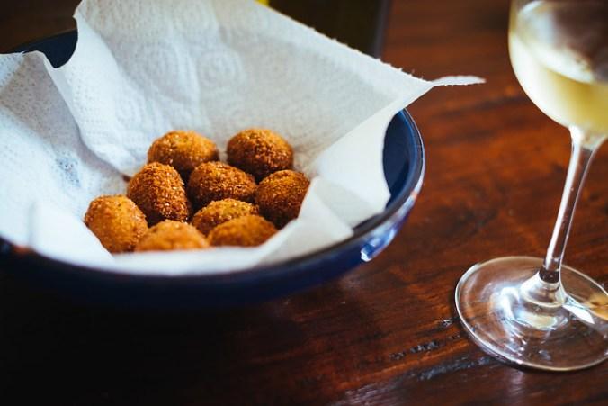 Gevulde en gefrituurde olijven: Olive all'Ascolana