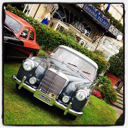 ✔️… Noblesse Oblige … a noble lineage enforces a honorable behavior … Mercedes Benz 220 S … year of construction 1957‼️ #ItaliaClassicClub #ASI