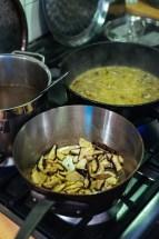 Making risotto ai funghi porcini