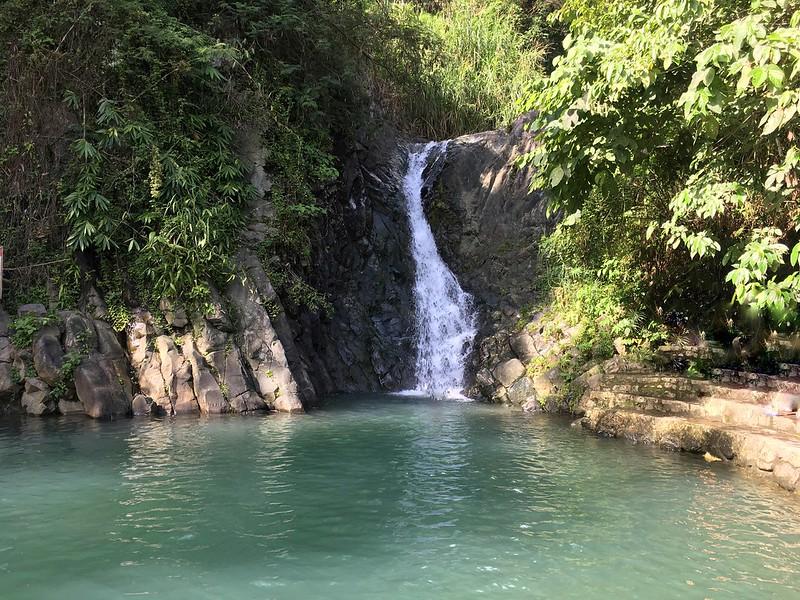 Pulang bato waterfalls