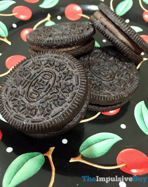 Limited Edition Chocolate Strawberry Oreo Cookies 2
