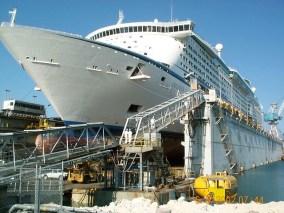 Afbeeldingsresultaat voor Voyagers of the Seas dry dock