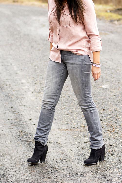 8-aeo-shirt-hm-grey-skinny-jeans-zara-black-booties