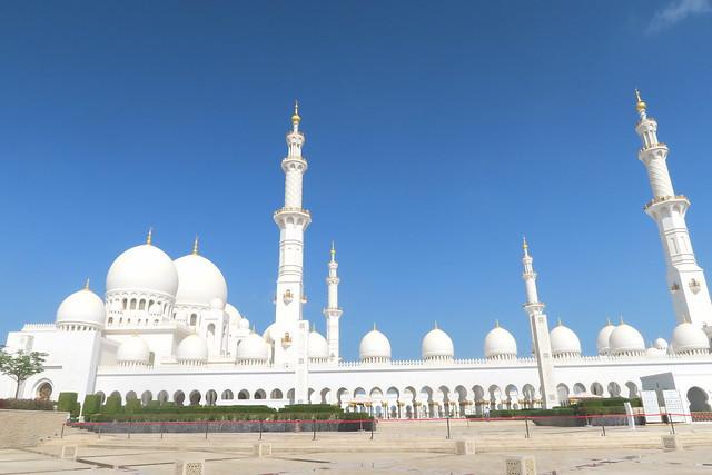 sheikh zayed mosque exterior