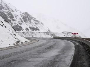 Climbing the first pass from Bishkek to Osh | Jan, 2016
