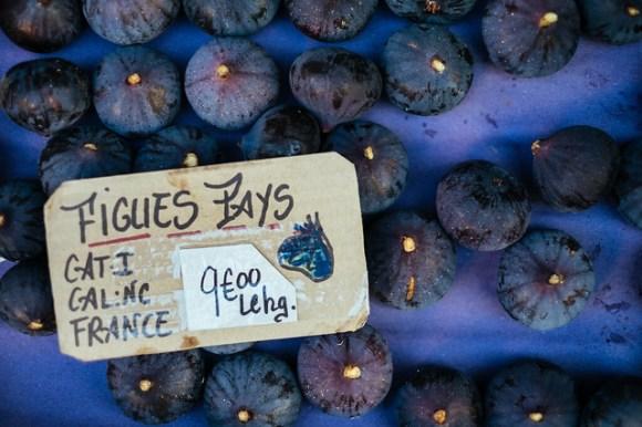 Naar de markt in de Luberon: verse rijpe vijgen op de markt van Lourmarin