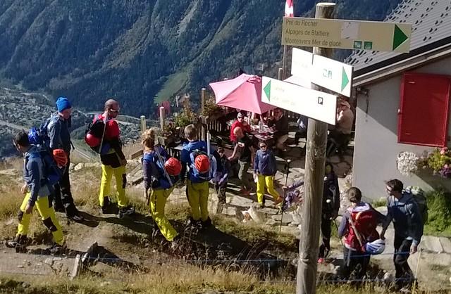 Refuge du Plan de l'Aiguille.jpg hikers