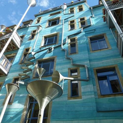 Fascinating creativity on the facade of a building in Dresden / Germany. A system that comes to action with rain water through a complex combination of playful pipes! Kunsthofpassage  photo: Sztuka uliczna - street art Wroclaw #isupportstreetart #walls #s