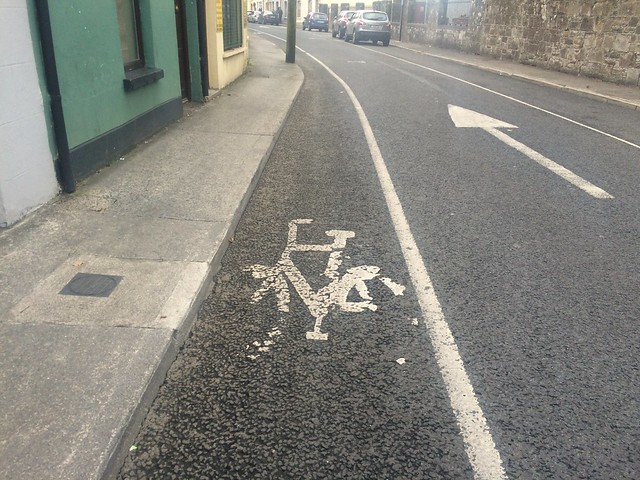 Tralee -- narrow cycle lane