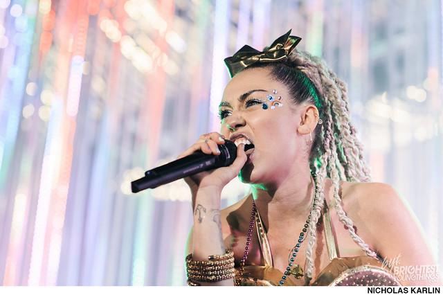 Miley Cyrus-15