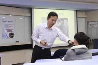 演講過程中,吳家德學長和同學有許多互動