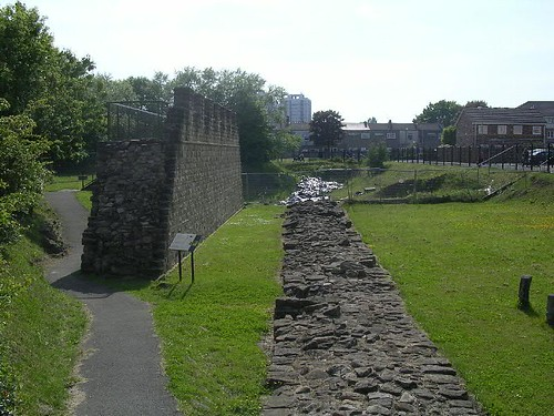 Excavated and reconstructed curtain wall