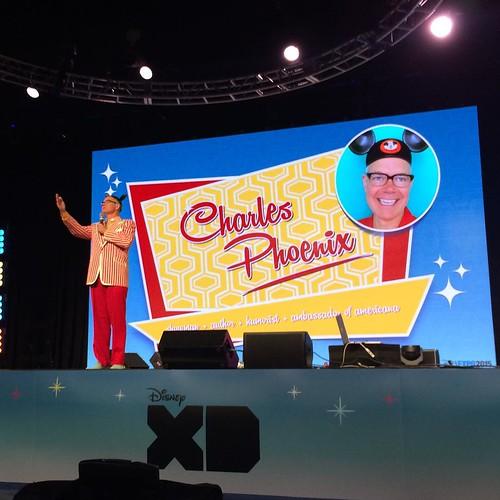 ディズニーランドのスライドショーのセッションをやる、チャールズさん。