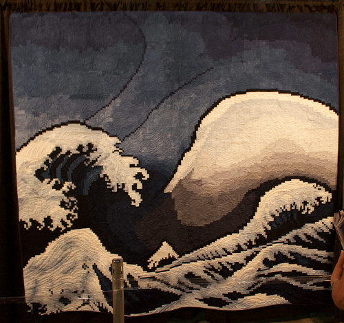 photo of quilt designed to resemble Hokusai's Wave made with tiny square pieces