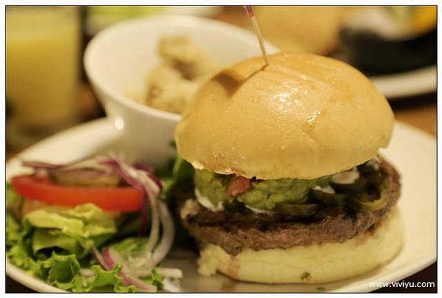 BRAVO burger 發福廚房,新北市,早午餐,昕境廣場,林口美食,發福,花生醬牛肉堡 @VIVIYU小世界