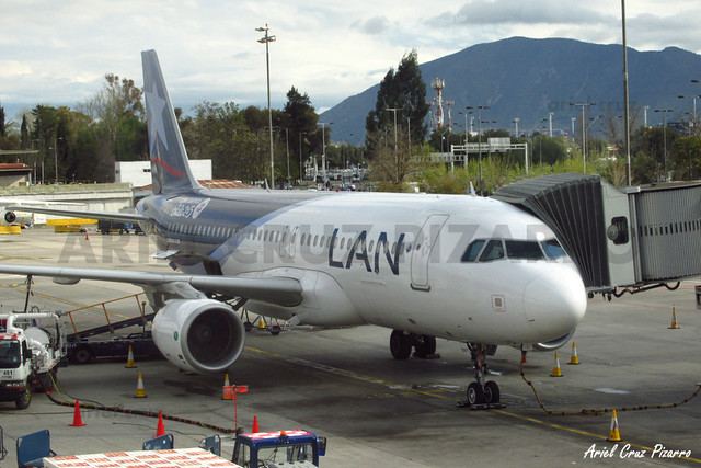 LAN Airlines - Santiago (SCL) - Airbus A320 CC-BAY