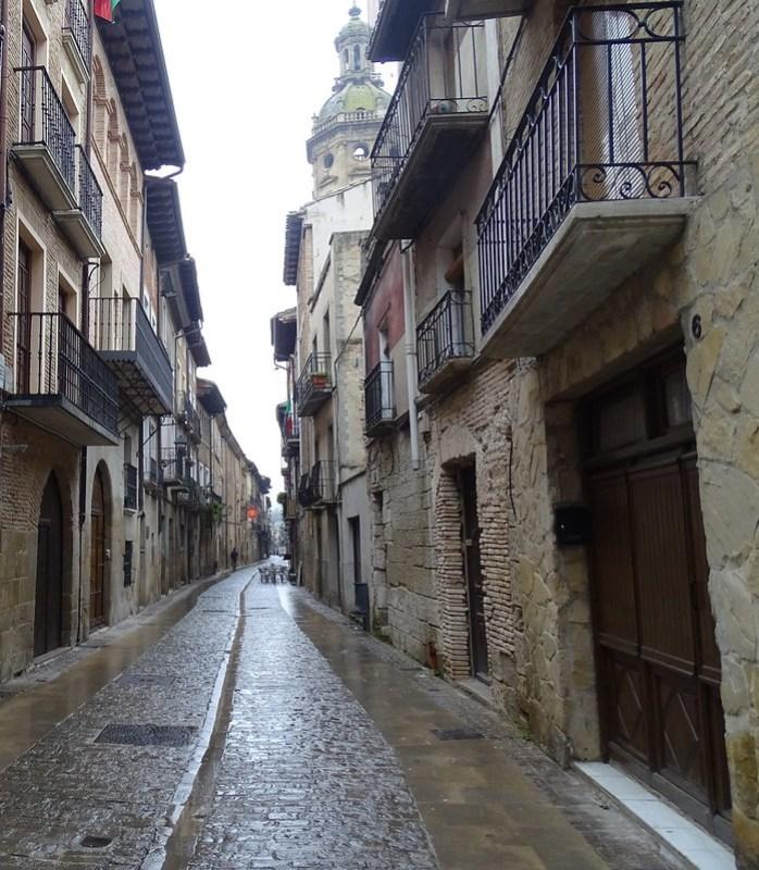 calle de Puente la Reina Navarra 02
